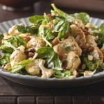 Salade d'épinards et de chou-fleur rôti à l'indiene
