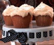 Gâteau blanc, glaçage au citron et à l'orange