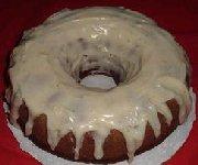 Gâteau des fêtes à la citrouille avec glaçage au fromage et au rhum