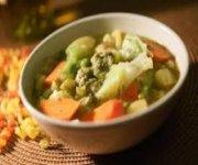 Soupe aux légumes du jardin et au pesto